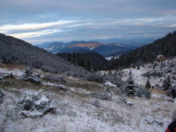 Munţii Bârgăului în lumina dimineţii